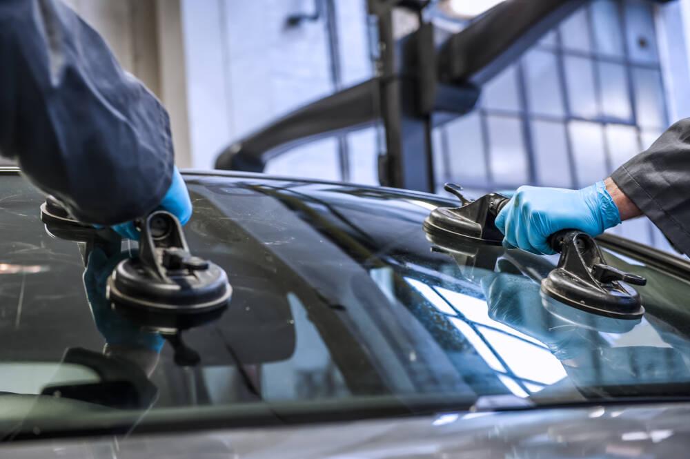 Замена лобового стекла на автомобилетут